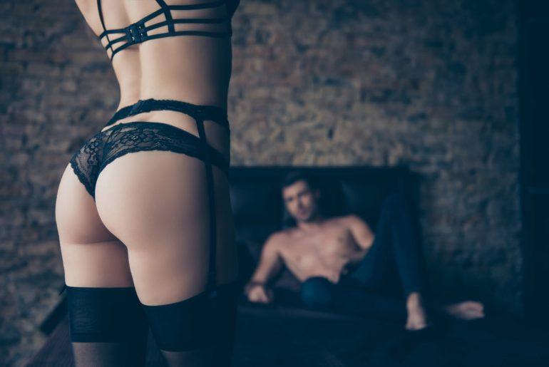 Você sabe como fazer um strip tease? Então aprenda aqui!