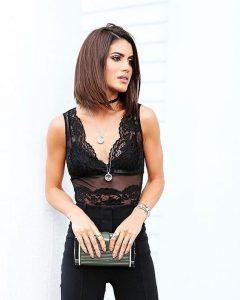 Camila Coelho veste body de renda preto