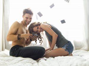 Jogo erótico de cartas para casal