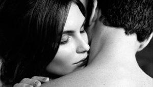 Jogo erótico do perfume