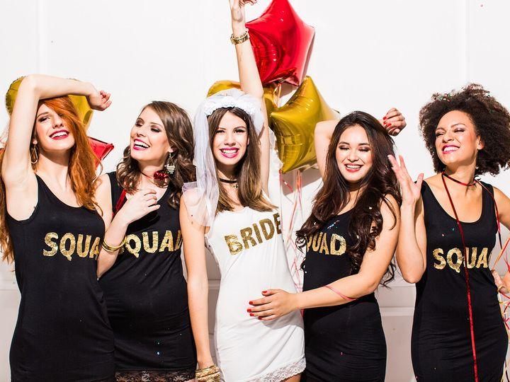 Noiva e convidadas organizam brincadeiras para chá de lingerie