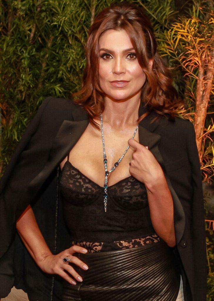 Flavia Alessandra com look lingerie à mostra