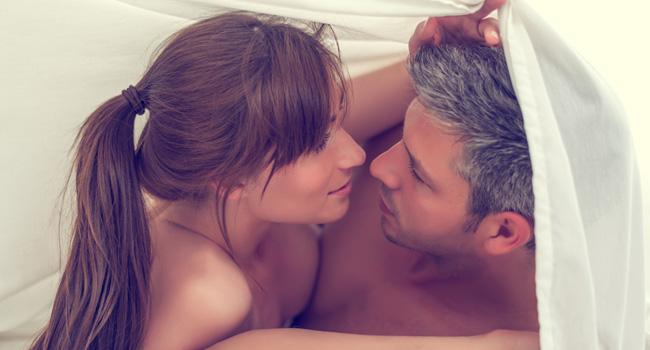 casal faz sexo na menstruação