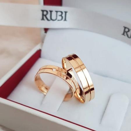 Aliança de casamento - grossas de ouro com detalhe